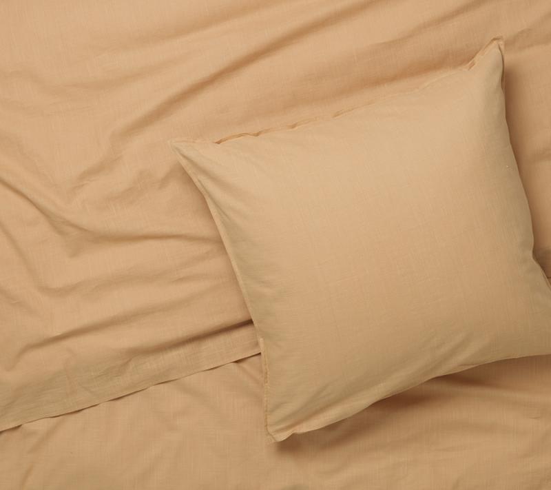 JUNA Monochrome sengetøj Okker miljøbillede