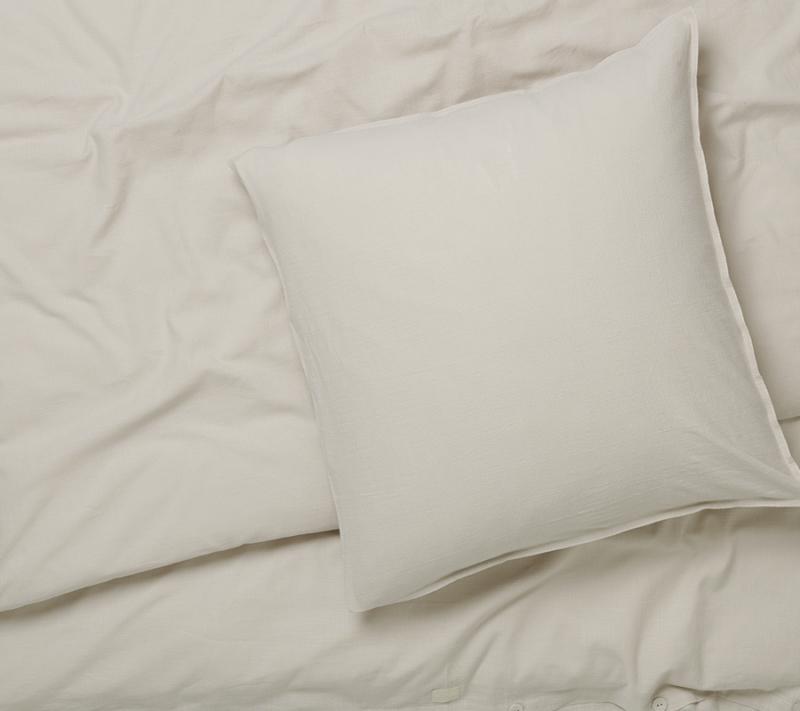 JUNA Monochrome sengetøj Sand miljøbillede