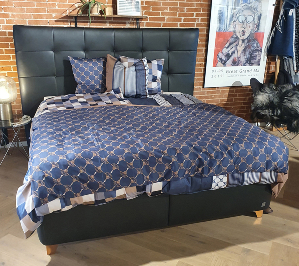 Læderramme med Auping madrasser udstillingsseng